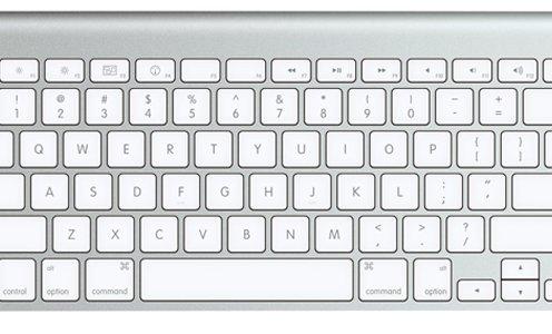 Клавиатура iMac на фото — не